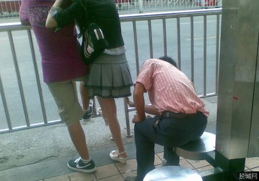 街中で隠し撮りされた女さん、盗撮魔と共にネットに晒される・・・(24枚)・6枚目