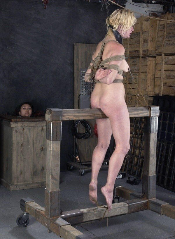 三角木馬とかいうマンコを破壊する超性具怖すぎwwwwwwwww(画像あり)・14枚目