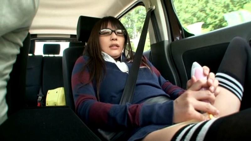 渋滞中に助手席でオナっちゃう淫乱ビッチたちwwwwwwwww(画像23枚)・18枚目