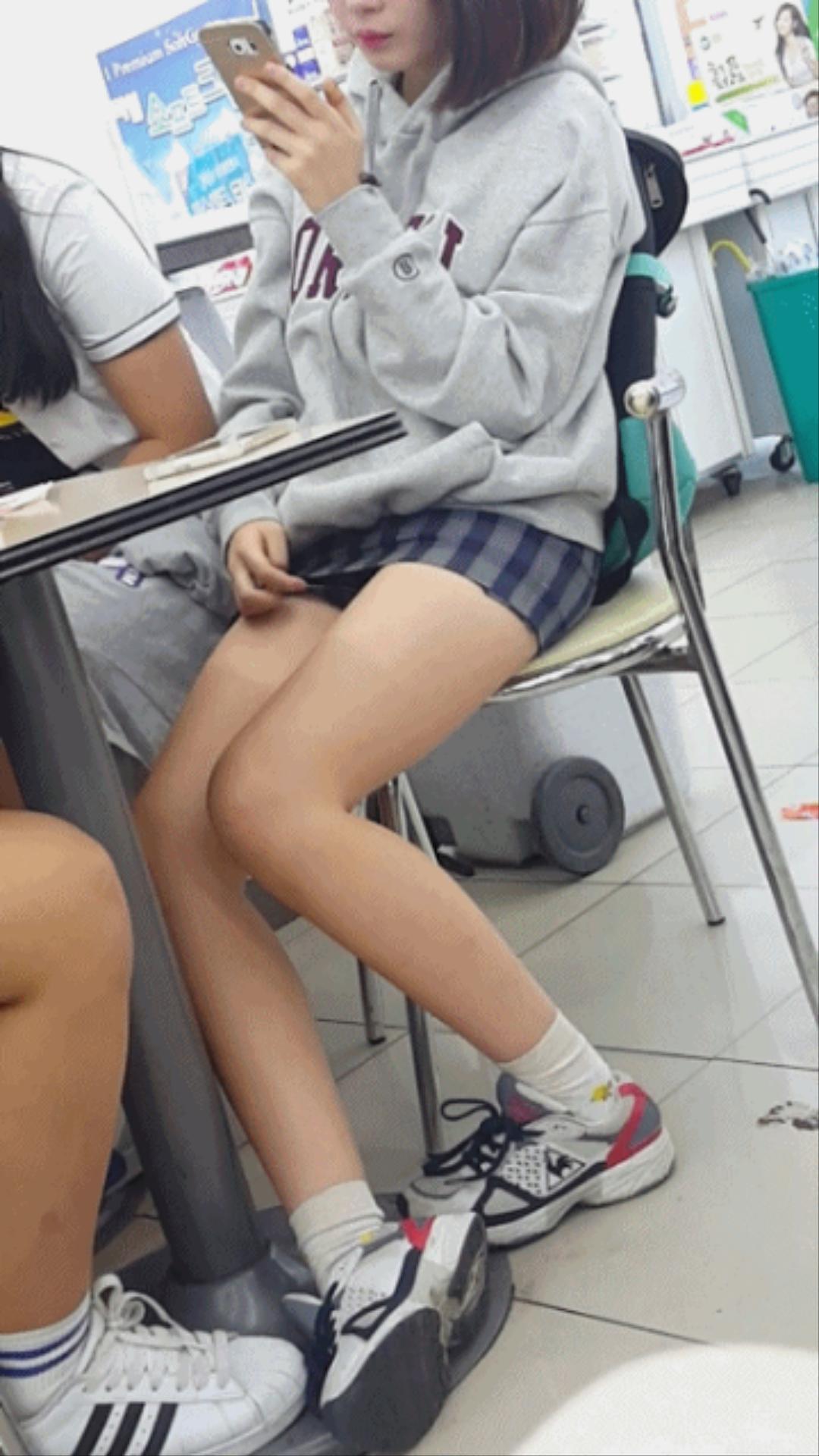 タイトミニの制服がぐうシコすぎる韓国JKがエロ目線でしか見れない件。(画像あり)・18枚目