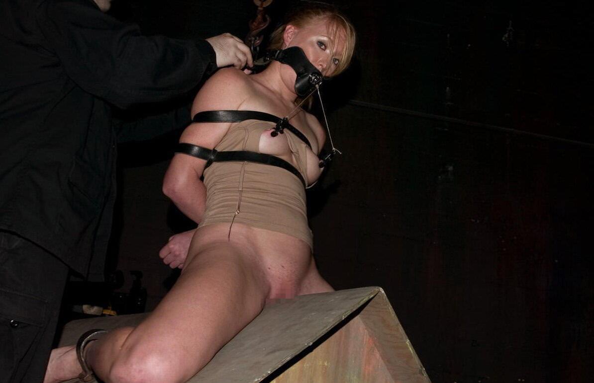 三角木馬とかいうマンコを破壊する超性具怖すぎwwwwwwwww(画像あり)・19枚目