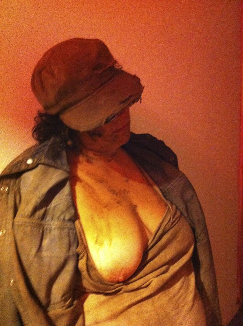 【悲劇】ホームレスさん、路上で堂々と性の捌け口にされる。(画像あり)・20枚目