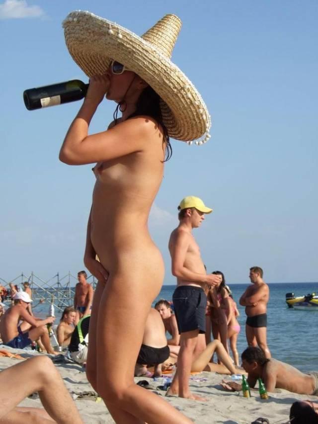 ヌーディストビーチでオナる女を発見・・これヤってもいいんだよな???(画像あり)・3枚目