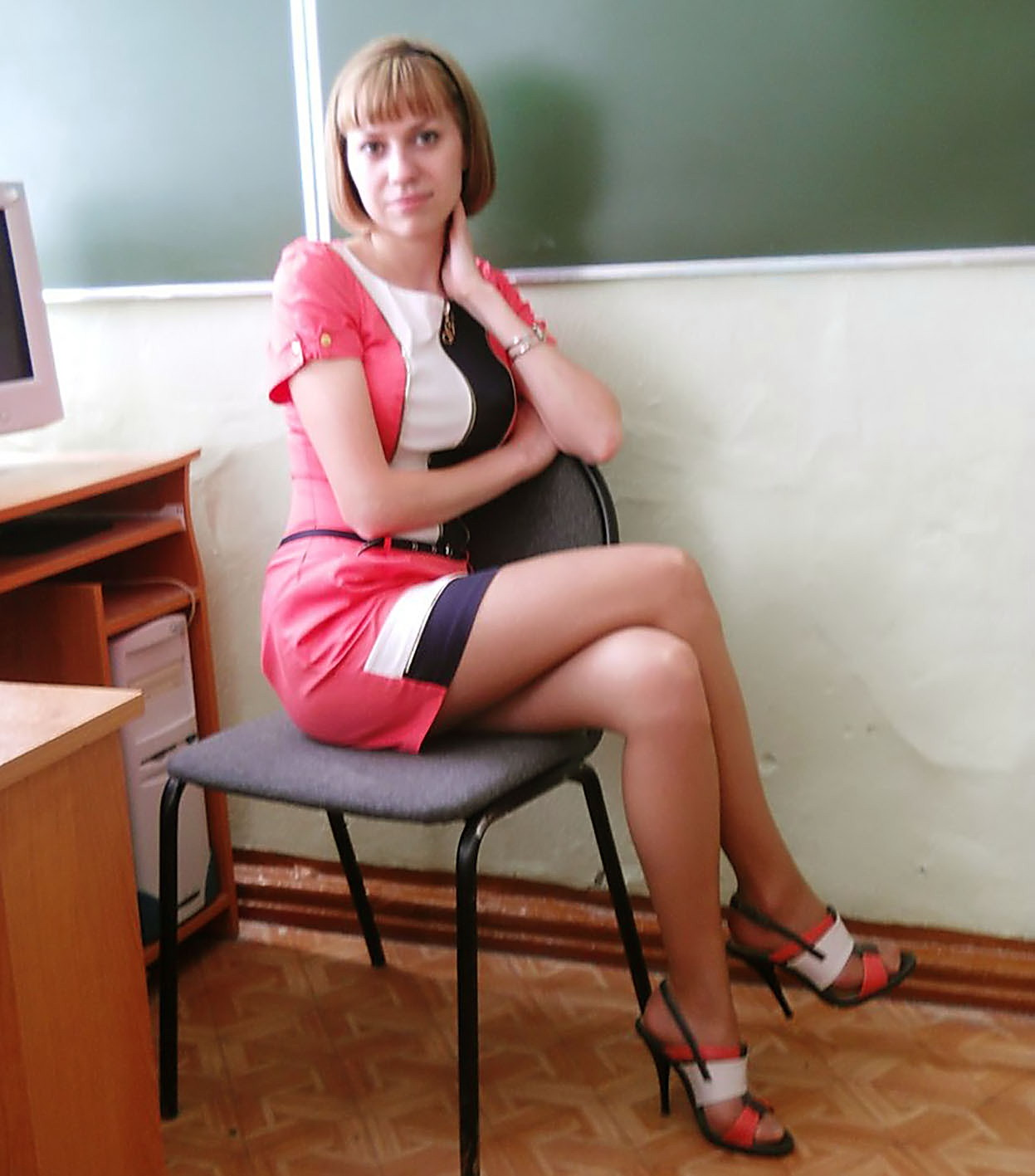 チンコを誘ってる海外の女教師のエロ画像集(35枚)・31枚目