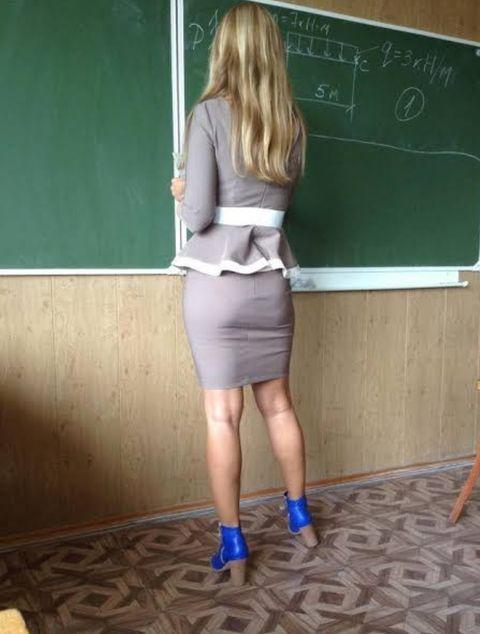 チンコを誘ってる海外の女教師のエロ画像集(35枚)・5枚目