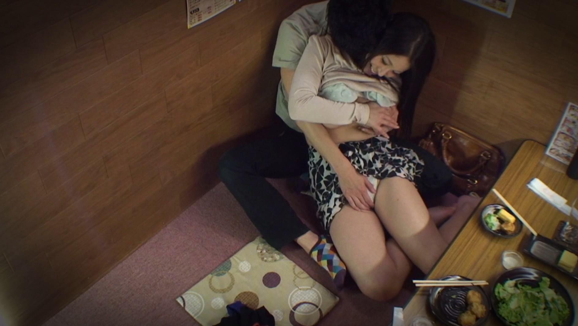 【悲報】泥酔した女が二次会で個室に連れ込まれる理由・・・・・・・(画像あり)・6枚目