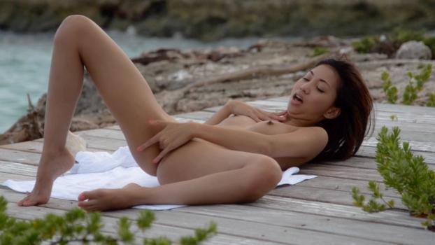 ヌーディストビーチでオナる女を発見・・これヤってもいいんだよな???(画像あり)・8枚目