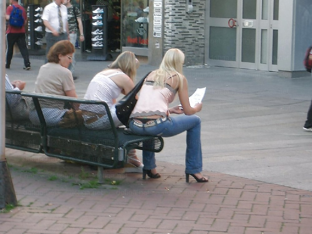 【街撮】肛門見えるんじゃね?ってくらいのローライズwwwww(画像あり)・8枚目