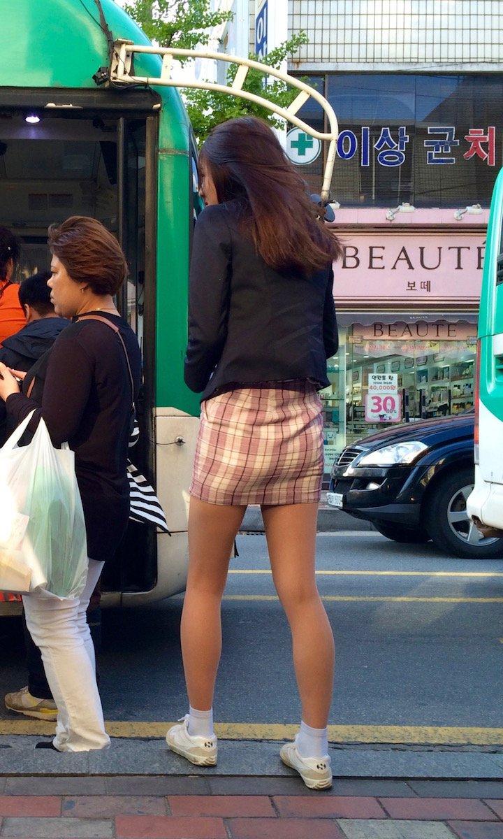 タイトミニの制服がぐうシコすぎる韓国JKがエロ目線でしか見れない件。(画像あり)・8枚目