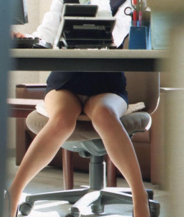 OL・女子社員のパンチラ挑発エロ画像集(35枚)・12枚目