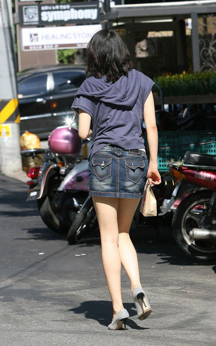 街中を歩くミニスカ韓国女子、意外とイイ尻してますわ(画像37枚)・16枚目
