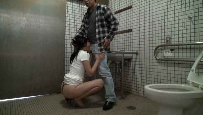 多目的トイレでも平気でセックスするカップルたち(画像19枚)・17枚目