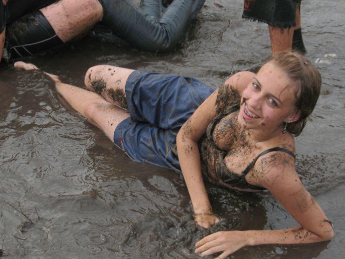 野外フェスで盛り上がり過ぎてしまったポーランド美女の末路wwwwwww(画像あり)・2枚目