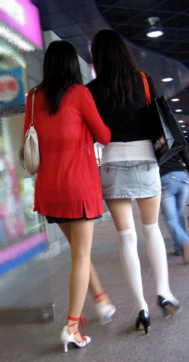 街中を歩くミニスカ韓国女子、意外とイイ尻してますわ(画像37枚)・21枚目