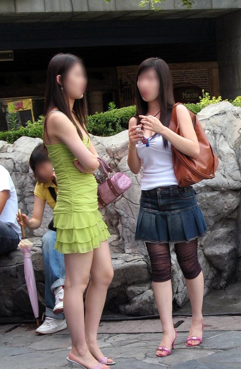 街中を歩くミニスカ韓国女子、意外とイイ尻してますわ(画像37枚)・26枚目