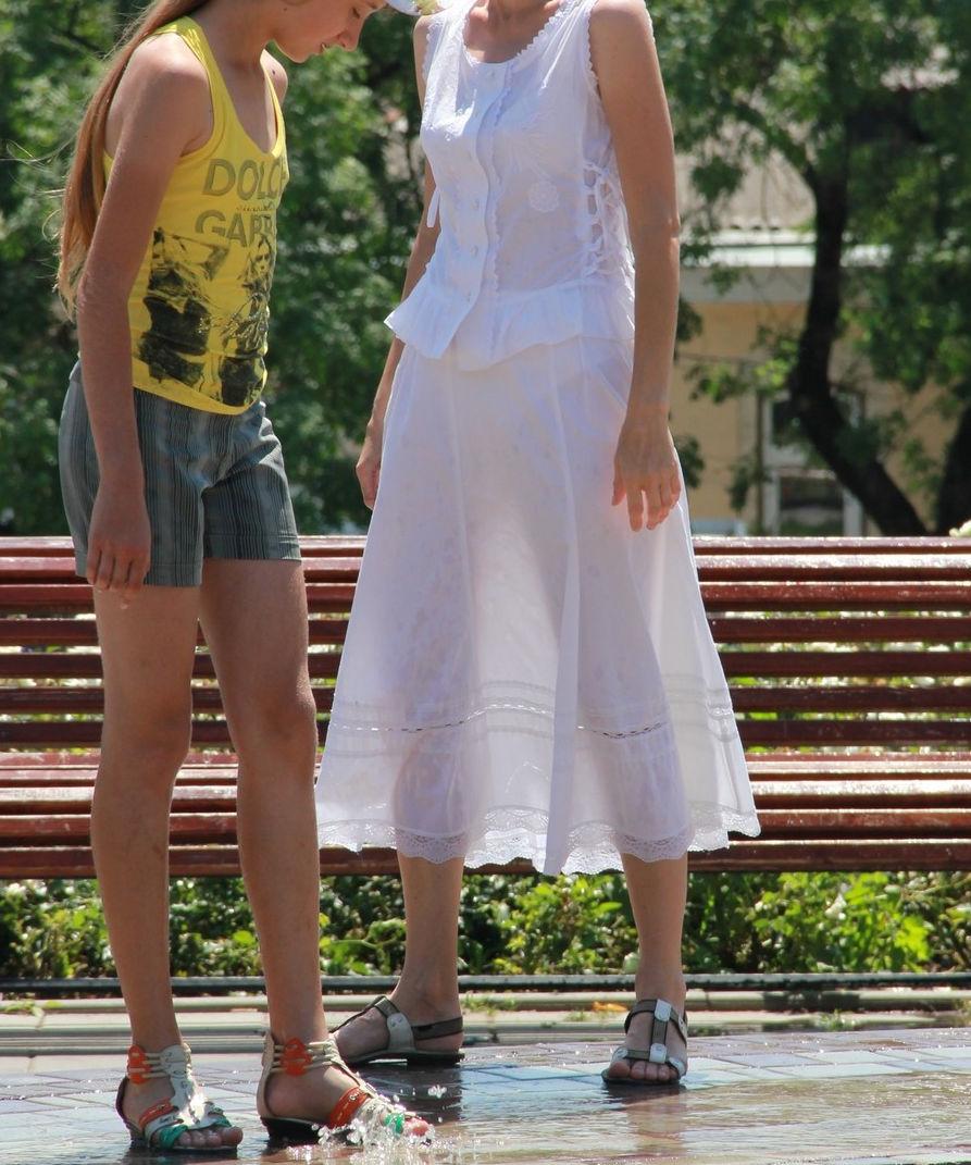 夏になると街中で見かける透けファッション、さすがに過激すぎるwwwww(画像あり)・27枚目