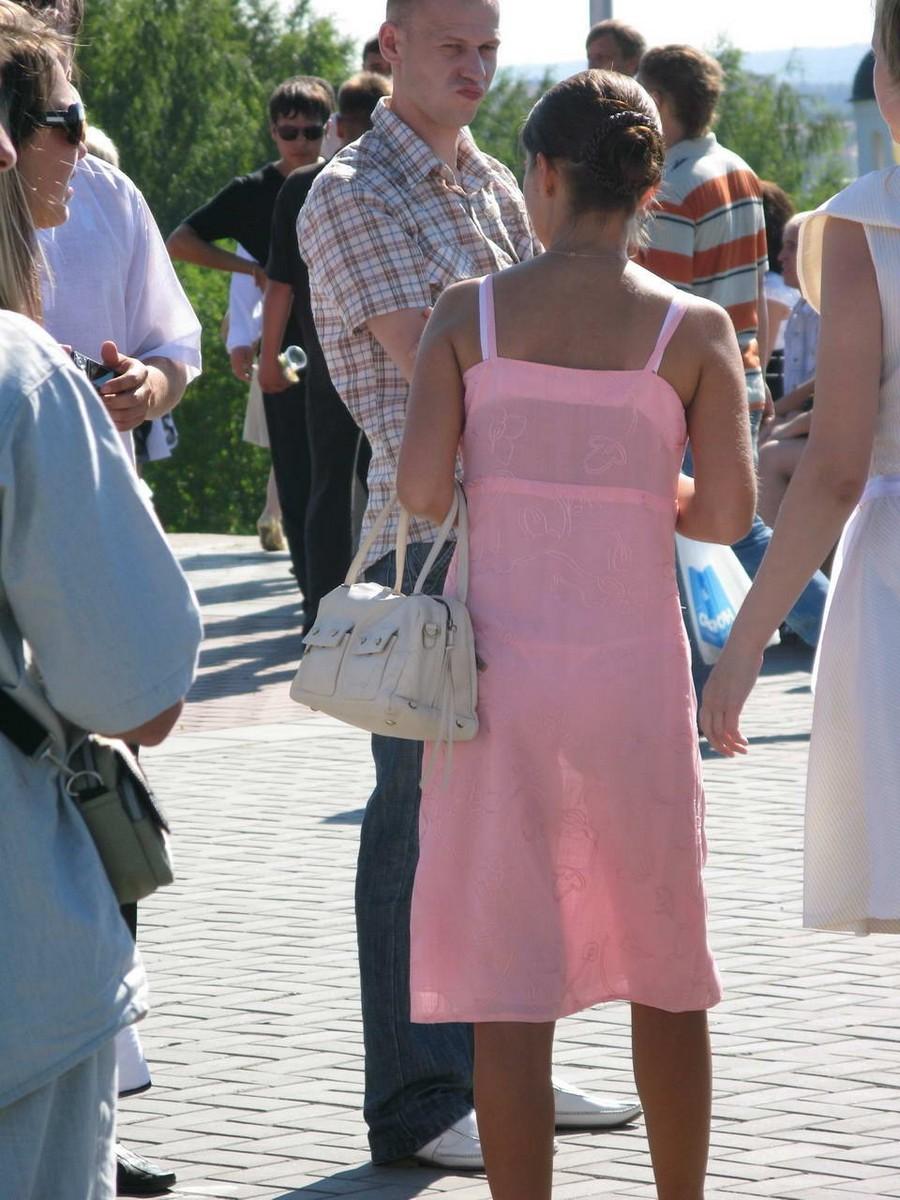 夏になると街中で見かける透けファッション、さすがに過激すぎるwwwww(画像あり)・28枚目