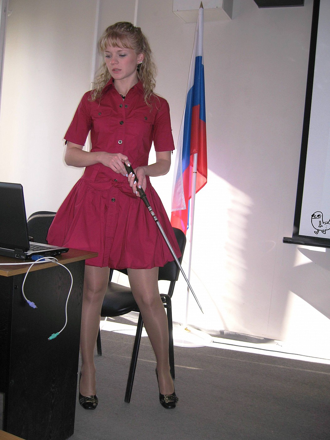 授業参観でお父さんが集まるロシアの女教師の画像集(34枚)・30枚目