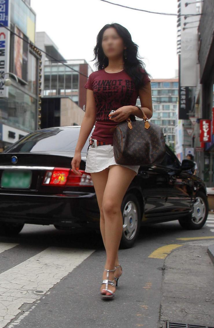 街中を歩くミニスカ韓国女子、意外とイイ尻してますわ(画像37枚)・32枚目