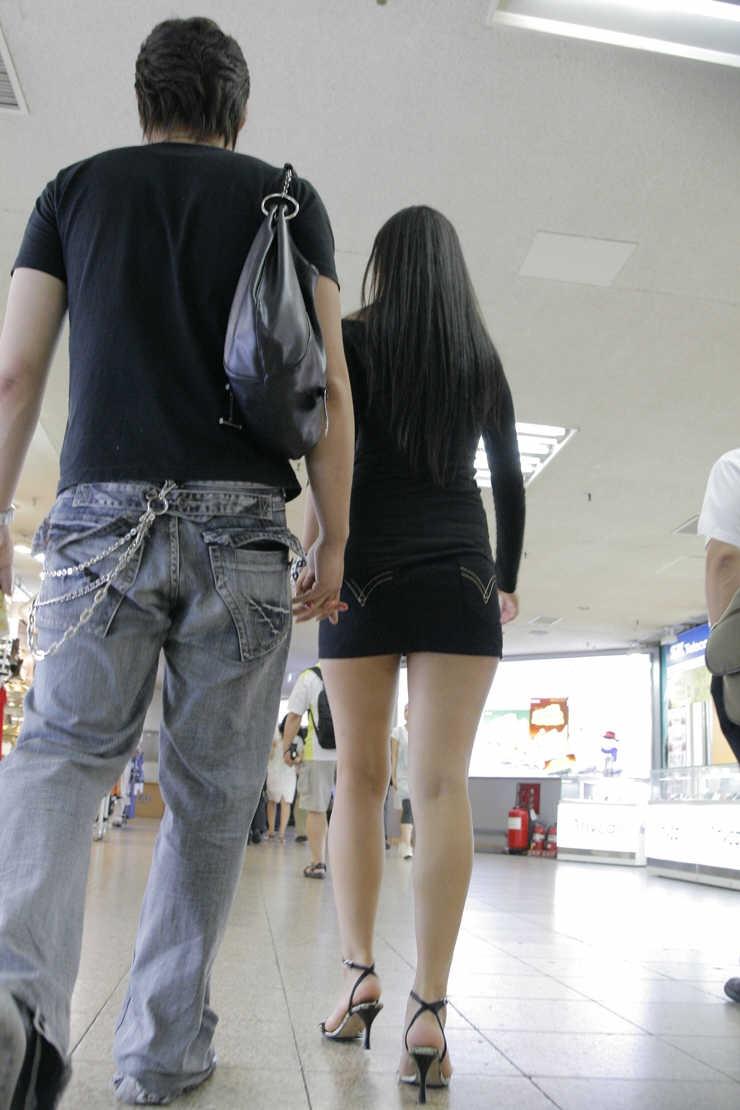 街中を歩くミニスカ韓国女子、意外とイイ尻してますわ(画像37枚)・4枚目