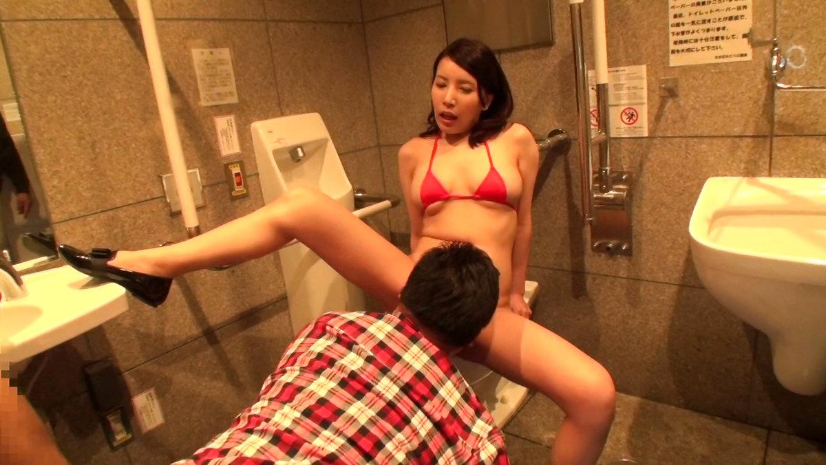多目的トイレでも平気でセックスするカップルたち(画像19枚)・6枚目