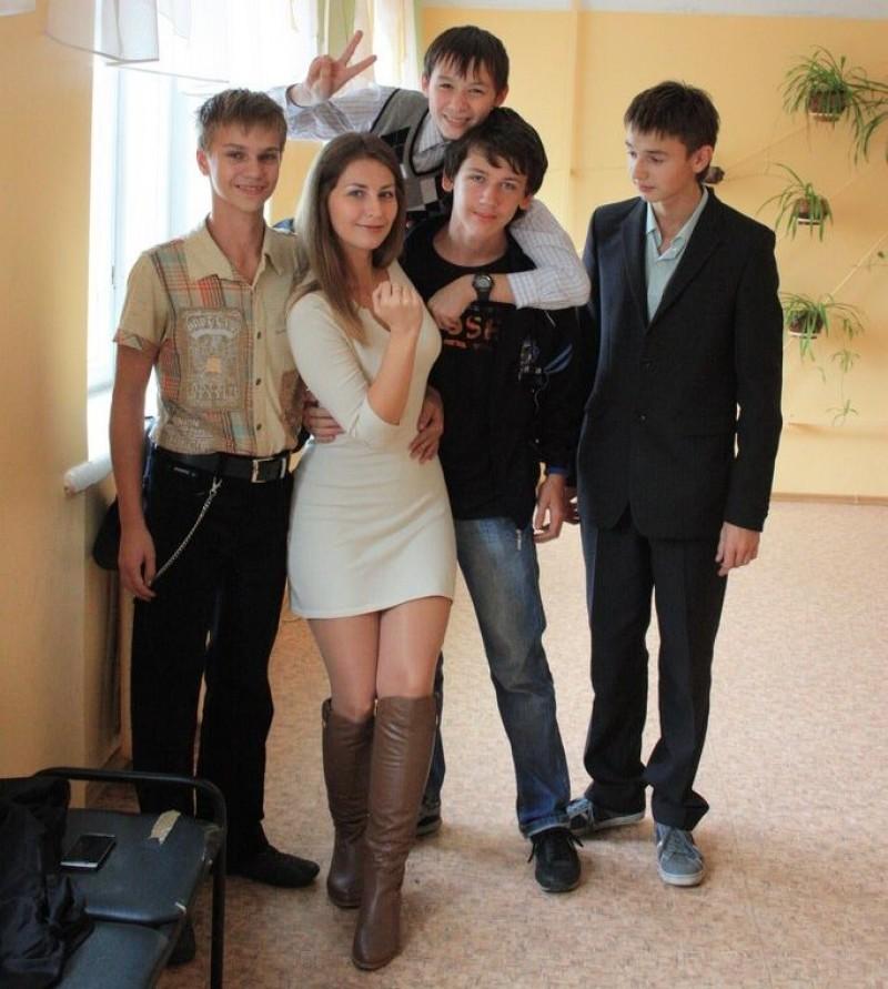 授業参観でお父さんが集まるロシアの女教師の画像集(34枚)・9枚目