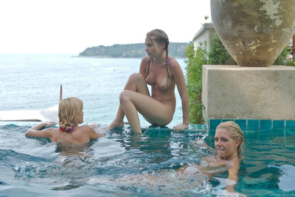 夏のプールで乳首全開放してるセレブ達wwwwwwwwwwww(画像37枚)・17枚目
