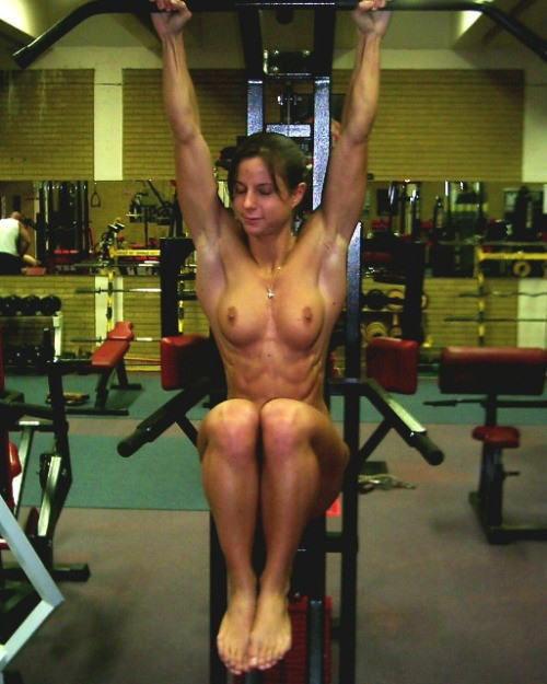 トレーニングする女子がエロ過ぎて集中できないんだが・・・(画像40枚)・3枚目