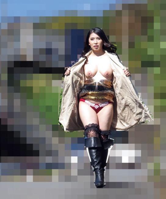 裸で割と本気で露出してる痴女wwwwwwwwwww(画像37枚)・3枚目