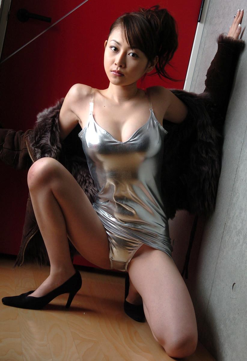 持ち帰りたいバブルの時代のボディコン美女のエロ画像集(36枚)・16枚目
