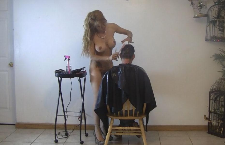 ほぼ裸で散髪してくれるエロ美容室 海外エロ画像・21枚目
