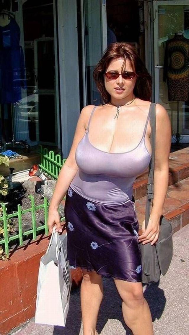 【ガン見】ブスでもガン見してしまう巨乳お姉さんの街撮り画像集 28枚・22枚目