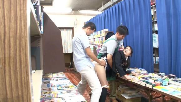 近所の本屋さえ行かせられない日本\(^o^)/オワタwwwwwww(画像あり)・28枚目