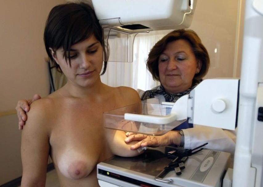 海外女子の身体測定中の保健室覗いたったwww(画像34枚)・11枚目