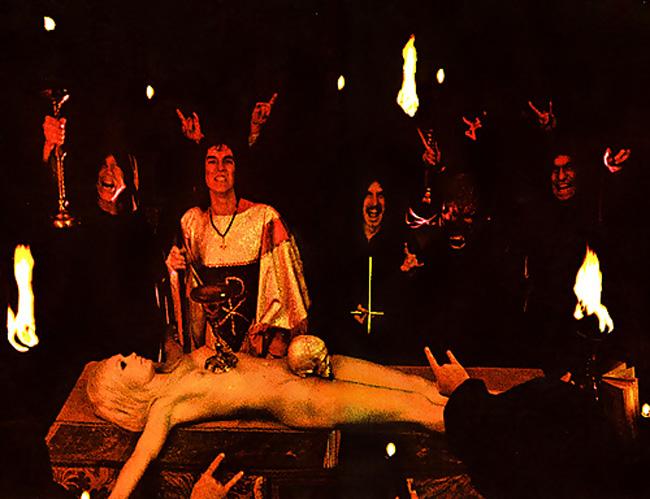 女を生贄にする海外のエロい儀式。(画像34枚)・14枚目