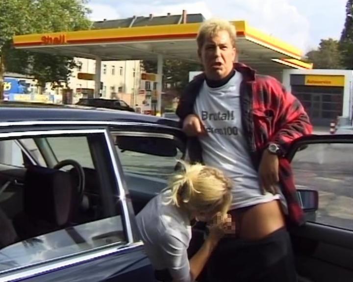 逮捕覚悟で街中で公然とフェラ営業する女wwwwwwwww(画像31枚)・14枚目