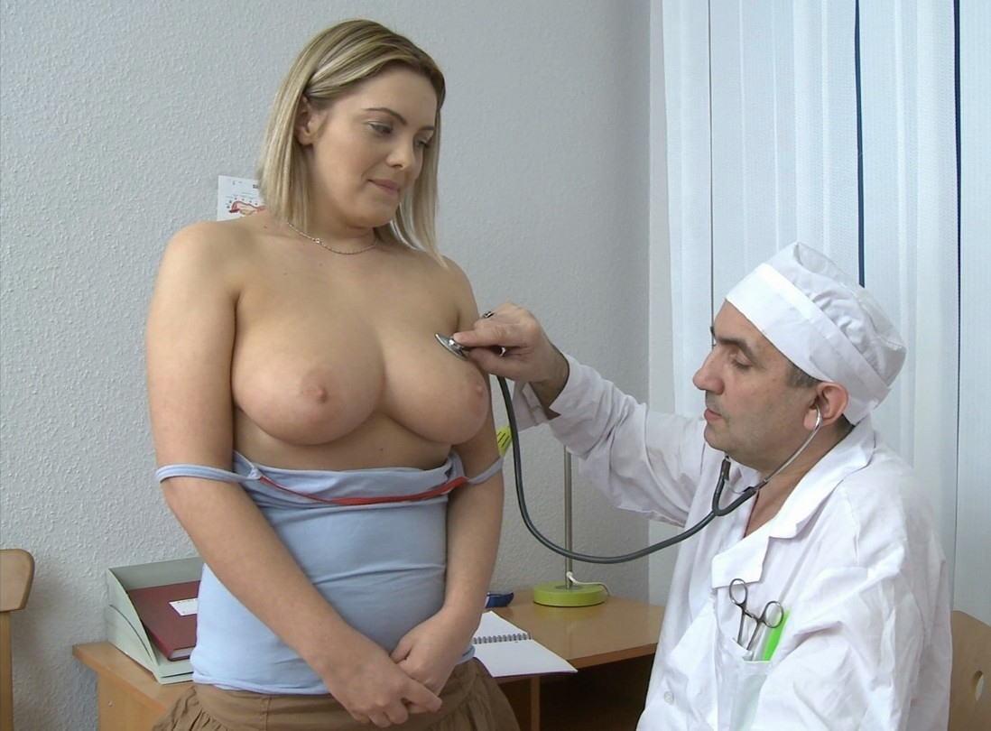 海外女子の身体測定中の保健室覗いたったwww(画像34枚)・17枚目