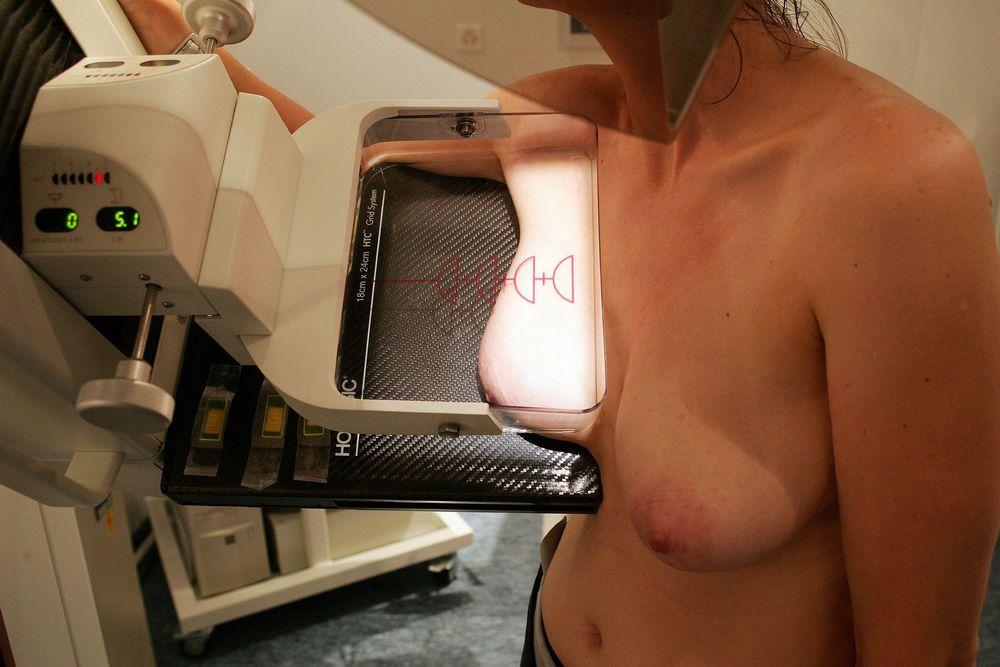 海外女子の身体測定中の保健室覗いたったwww(画像34枚)・18枚目