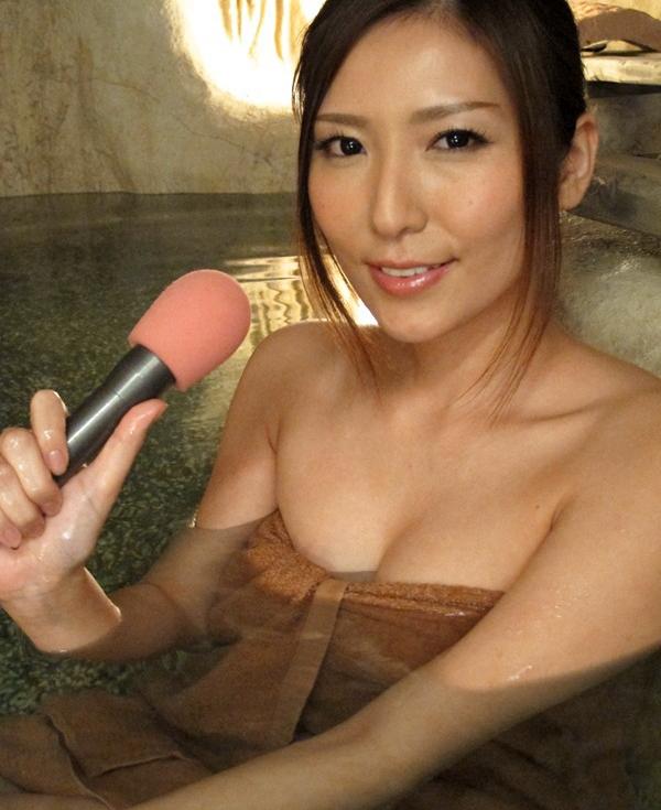 【画像あり】温泉レポでアナウンサーの乳首ポロリwwwwwwwwww・19枚目