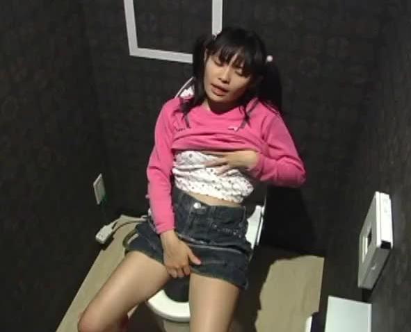 【盗撮】トイレで開放的なオナニーなさるwwwwwwwww(画像32枚)・26枚目