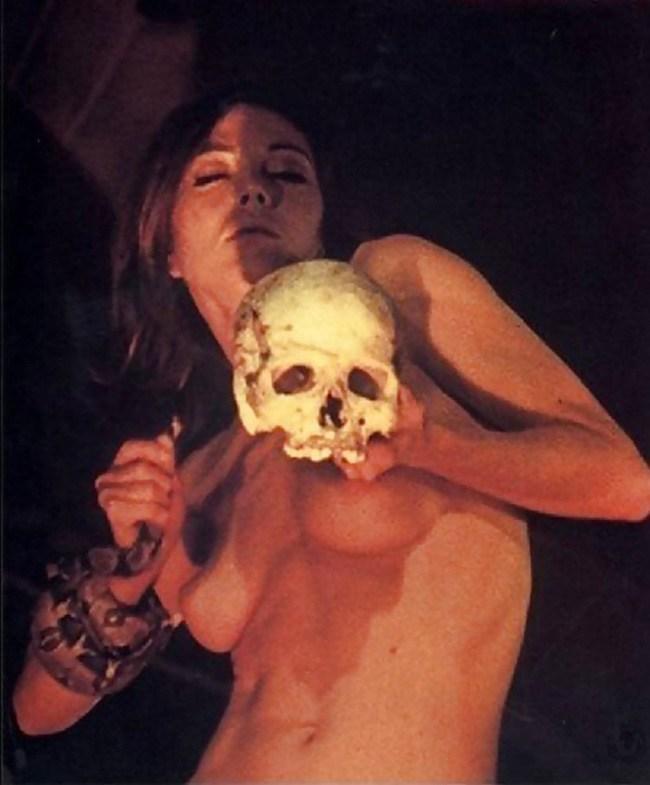 女を生贄にする海外のエロい儀式。(画像34枚)・3枚目