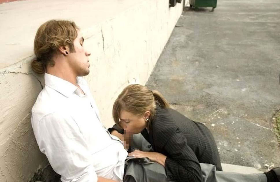 逮捕覚悟で街中で公然とフェラ営業する女wwwwwwwww(画像31枚)・3枚目