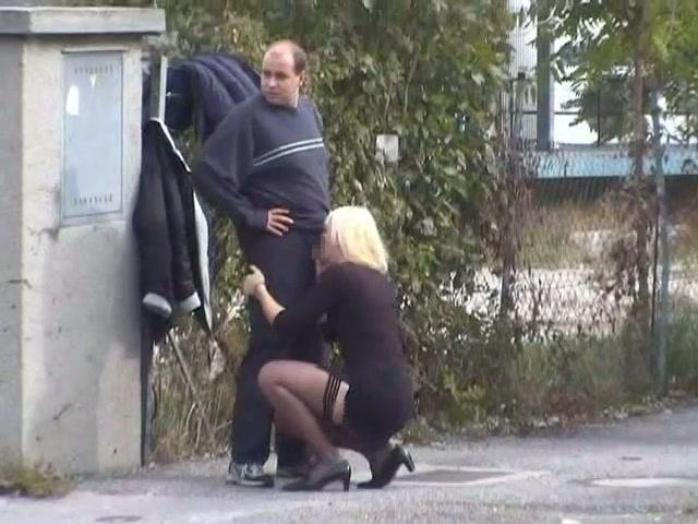 逮捕覚悟で街中で公然とフェラ営業する女wwwwwwwww(画像31枚)・5枚目