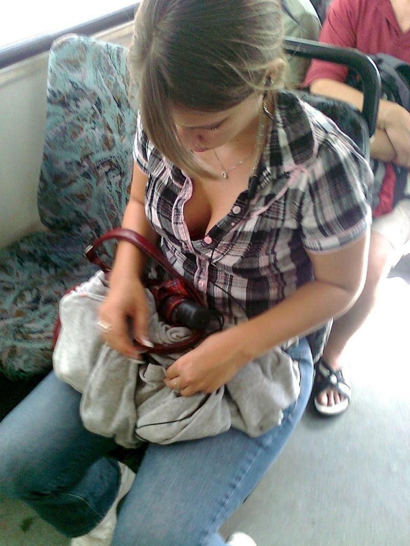電車内で無防備すぎるおっぱいを撮影した画像。ガチの天国やったwwwwww(36枚)・6枚目