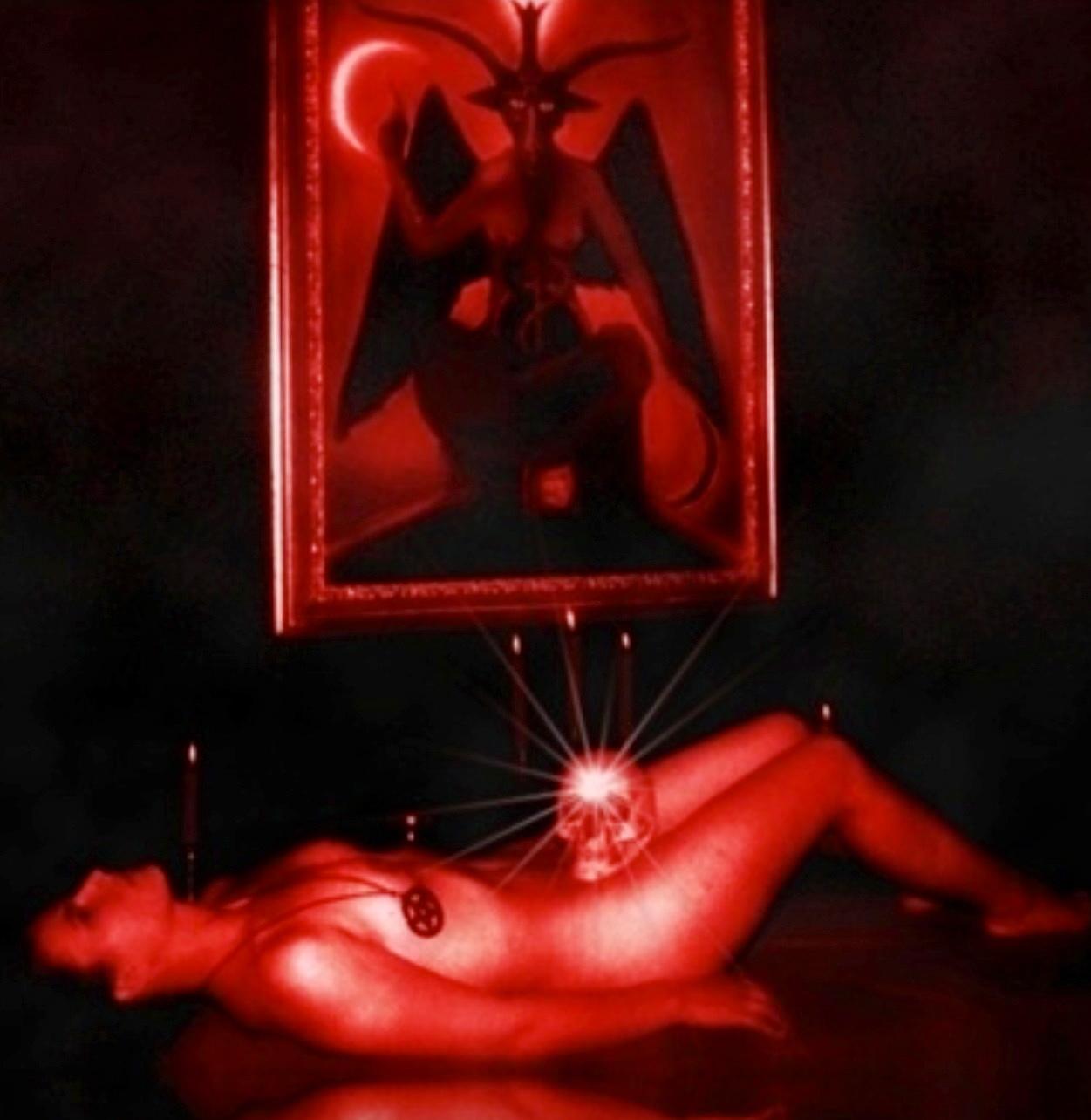 女を生贄にする海外のエロい儀式。(画像34枚)・7枚目