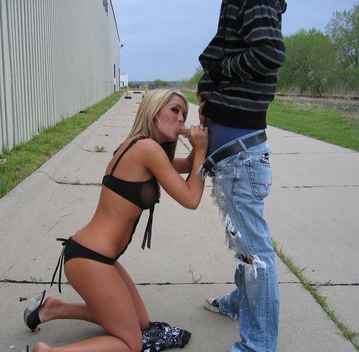 逮捕覚悟で街中で公然とフェラ営業する女wwwwwwwww(画像31枚)・8枚目