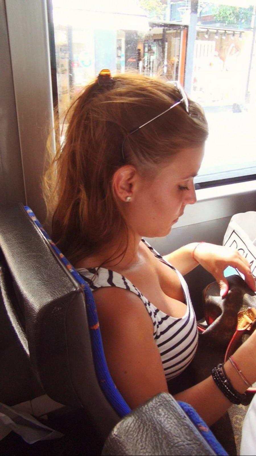 電車内で無防備すぎるおっぱいを撮影した画像。ガチの天国やったwwwwww(36枚)・9枚目