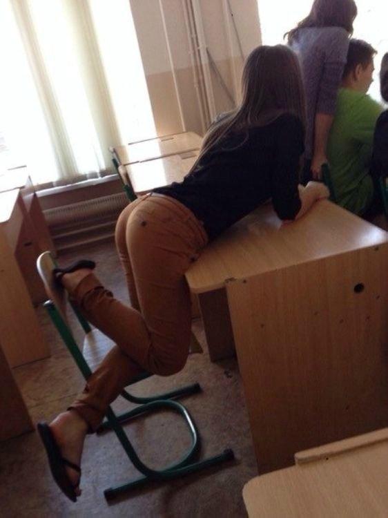 ロシアの女子校内で女の子たちがいかにエロいことしてるかよくわかる画像集(33枚)・9枚目