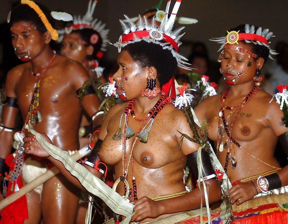 【ぐぅ有能】部族最強のおっぱいがコチラwwwwwwww(画像49枚)・12枚目