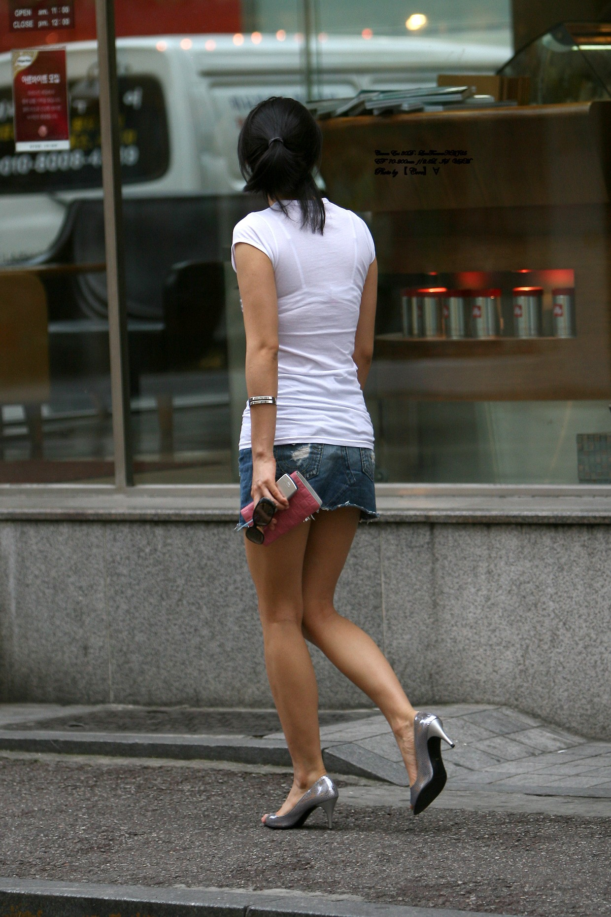 際どいファッションで街中を歩く半露出狂の韓国女性たち(画像25枚)・12枚目